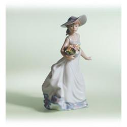 Con flores y brisa - Figura Lladró